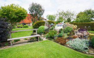 Jardin avec vue sur la grange